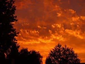 Blutroter Sonnenuntergang