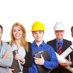Panorama mit großer Gruppe von vielen Leuten verschiedener Berufe